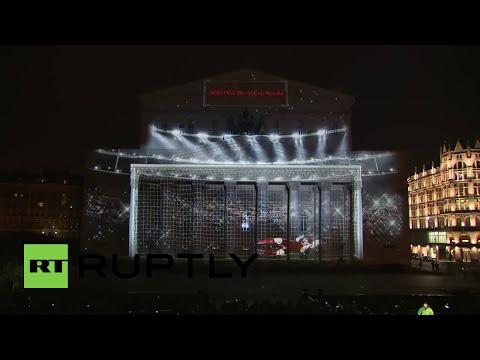 El logo oficial del Mundial Rusia 2018 ilumina el teatro Bolshoi