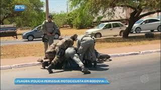 Motociclista é perseguido pela polícia após furar bloqueio em rodovia