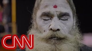Video: Aghori Hindus in India eat rotten Human corpses (Cannibals) - Reza Aslan