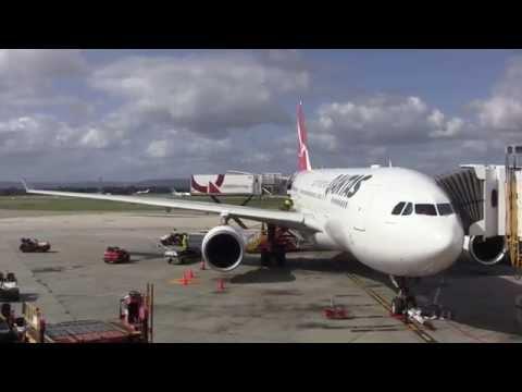 Flight Review: Qantas QF582 Perth (PER) to Sydney (SYD) in an Airbus A330 - Australia: 20/08/15