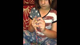 Loom Band Dress - Video 14 - Abi looming with her hands