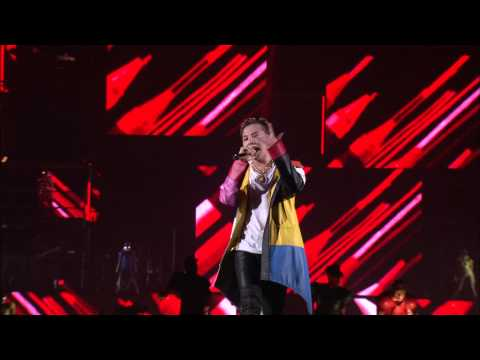 G-dragon - Crayon+fantastic Baby (2013 World Tour ~one Of A Kind~ In Japan Dome Special) video