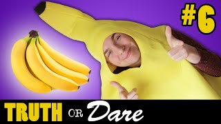 BANANEN UITDELEN IN BANAANKOSTUUM! - Truth or Dare #6