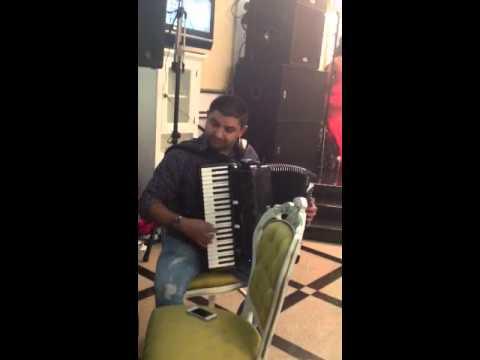 Un acordeonist de exceptie ! Tineri talentati din formatia.