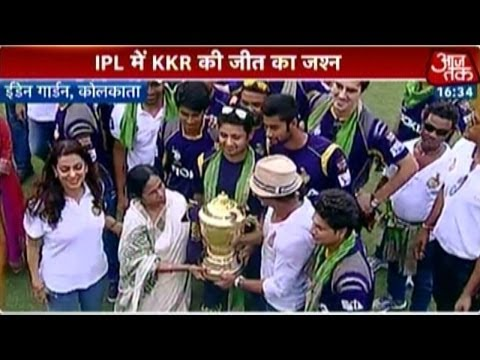 Mamta Banerjee felicitates Team KKR at Eden Gardens