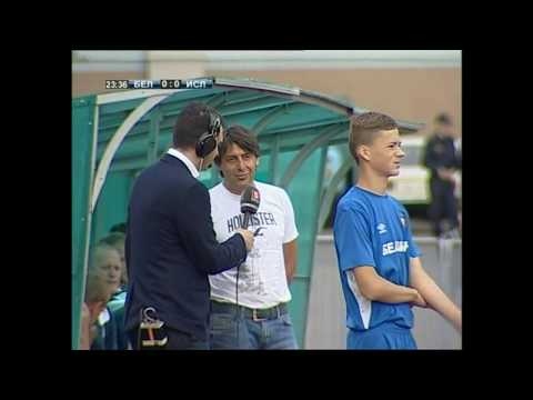 Владимир Пинчук разговаривает с журналистом «Беларусь 5» во время матча