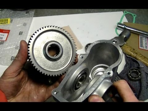 Auger Gear Box Repair on Honda Snowblower Part 2/3