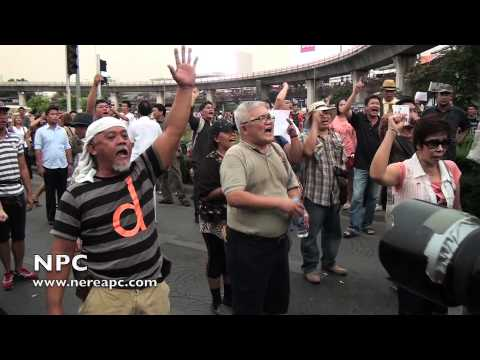 Thailand: Anti-coup protesters again at Bangkok's Victory Monument 26.05.2014 V4