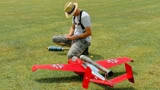 AMAZING RC PULSO JET HEINKEL HE-162 SALAMANDER LOUD AND FAST FLIGHT DEMONSTRATION