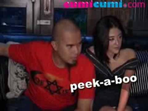 Dewi Perssik Celana Dalamnya Diam-diam Nongol Selama Prescon - CumiCumi.com