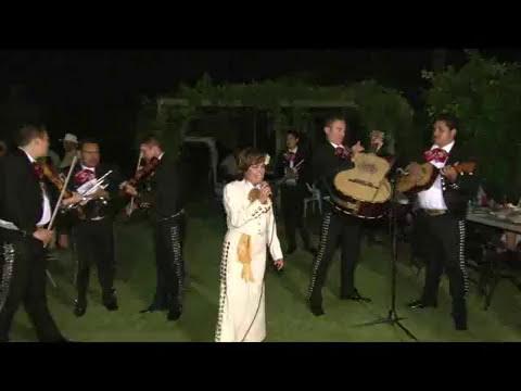 Irma Lopez, La Chapis.  con Mariachi