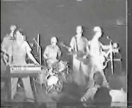 Devo - Smart Patrol/Mr. DNA - Live '77