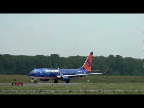 Sun Country Airlines N817SY 737-800 and Takeoff Portland Airport (PDX)