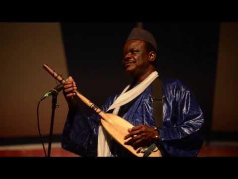 Cheick Hamala Diabate performs Talcamba