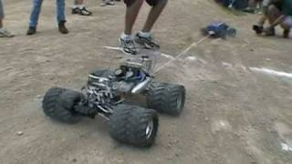 RC Trucks TUG-OF-WAR - Traxxas T-Maxx Vs. HPI Savage