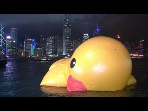 Giant Hong Kong duck deflates