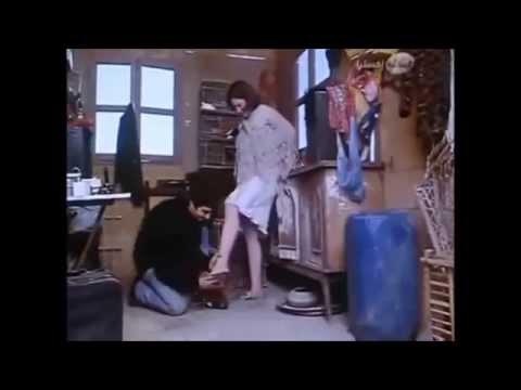 ماهو رأيكم إذا قبل الرجل قدم المرأة ؟ Kissing Feet video