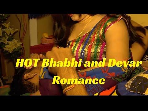 सेक्सी देसी किस.. hot Bhabhi ko devar ne raatbhar kiss kia ... thumbnail