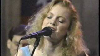 Watch Kelly Willis Hole In My Heart video