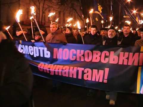 У Києві чин крутянців ушанували вогнем сотень смолоскипів