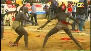 Lutte | Drapeau Omaro - Victoire de Yawou Dial sur Diadi Diadi