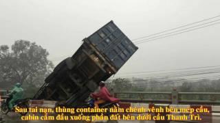 Hà Nội: Cận cảnh tai nạn kinh hoàng liên tiếp, container treo lơ lửng trên thành cầu Thanh Trì