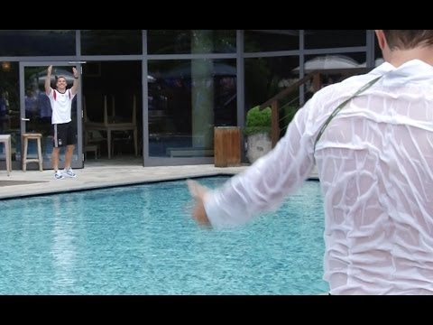 Lukas Podolski wirft Journalisten in den Pool | DFB-Trainingslager in Südtirol