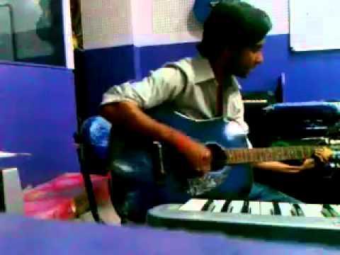 Gulabi Aankhein jo teri dekhi Guitar and Vocals by Prabhat Singh...
