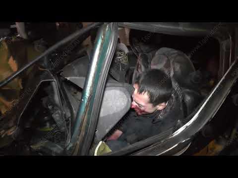 ДТП у дамбы Макарье по вине пьяного водителя, 99 и Рено, 2 пострадали. Место происшествия 09.01.2018