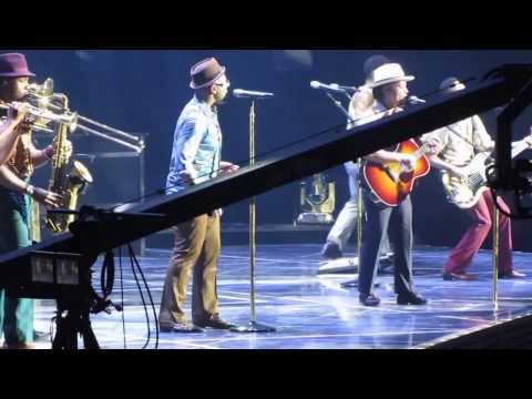 Bruno Mars - The Lazy Song [live In Madrid 2013] video