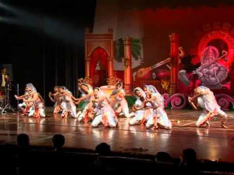 Saraswati Musical Classes(smc) Annual Function 2011 Students Are Perform A Group Dance Jai Dev Lko video