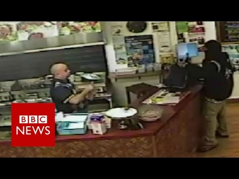 Armed robber ignored by New Zealand takeaway boss - BBC News