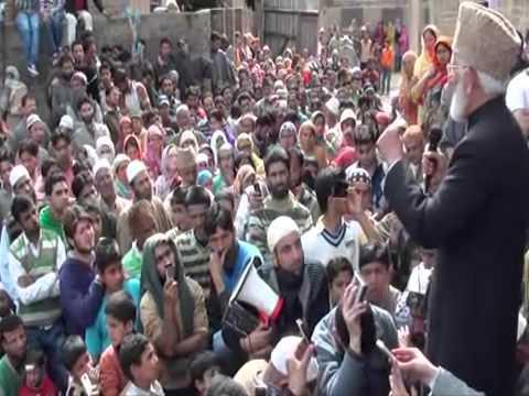 Syed Ali Geelani addressing a public gathering in sopore