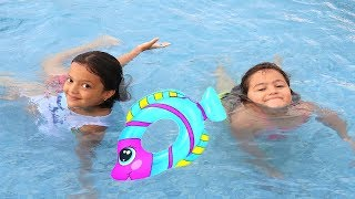 Masal Elif Öykü'ye Yüzme Öğretiyor - Elif Öykü learns to swim, Fun Kid Video
