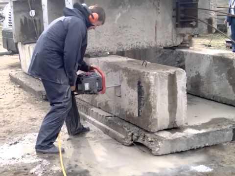 Алмазная резка бензопилой. Выставка алмазного инструмента. Москва 2014г.