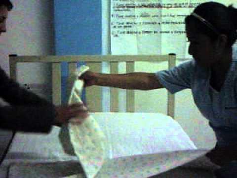 Tendido de cama en enfermeria cnet 3 youtube for Cama cerrada