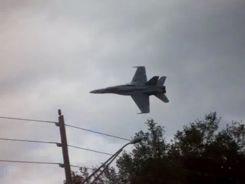 FA-18 Super Hornet very LOW Fly by! Video