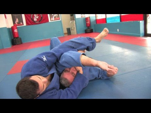 Jiu-Jitsu & Judo Submission Moves : Jiu-Jitsu & Judo Submission Moves: Reverse Triangles Image 1