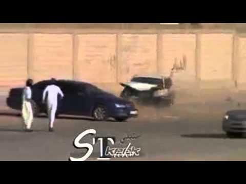 فضيحه بنت سعودية تفحط و صدمت في الشارع