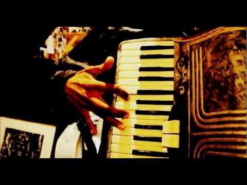 adornos en   acordeon de teclas