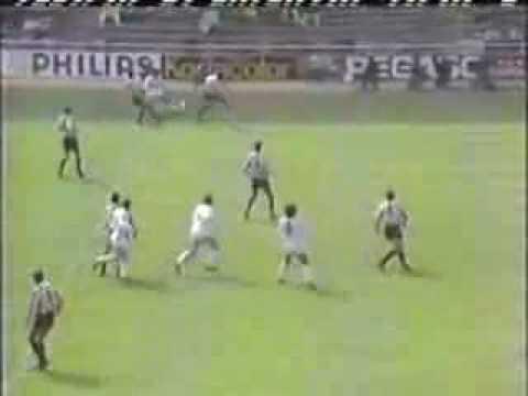 Hugo Sánchez mete un golazo de chilena al Logroñés registrado el 10 de Abril de 1988.