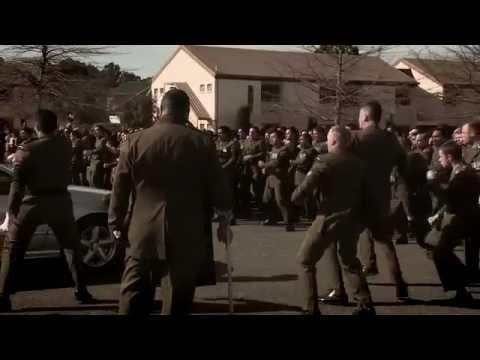 Enterrement de deux militaires avec un haka