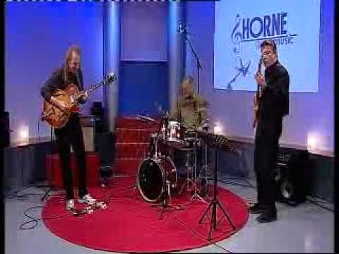 David Becker Tribune: Horne goes music - Sept 2010: Metal Plate