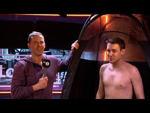Scott Mills persuades Chris Stark to get a spray tan!