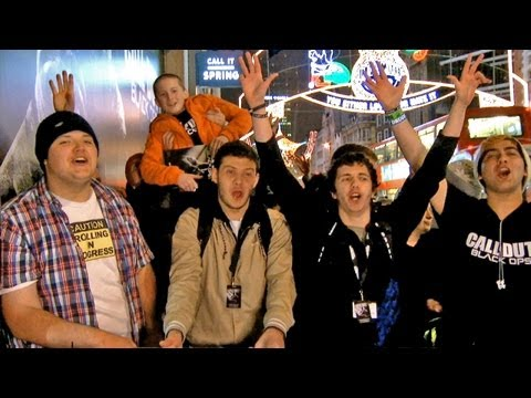 Black Ops 2 Launch Footage From Around The World (New York, Paris, UK, Toronto, Sydney)