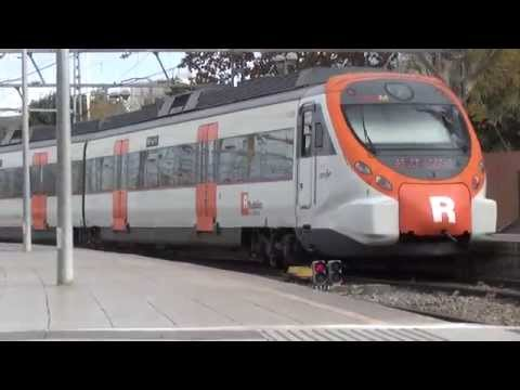 Renfe Rodalies 465 + 465 vertrekken uit Station Barcelona França