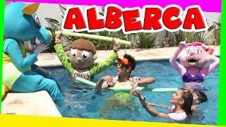 Kids Play en la ALBERCA PISCINA - gatita kimy VACACIONES