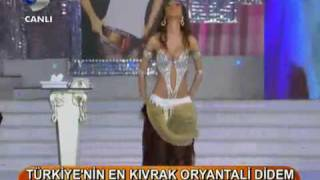 Didem Performing On Ispanyol