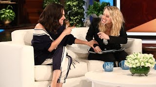 Download Lagu Mila Kunis & Kate McKinnon Play 'Speak Out' Gratis STAFABAND