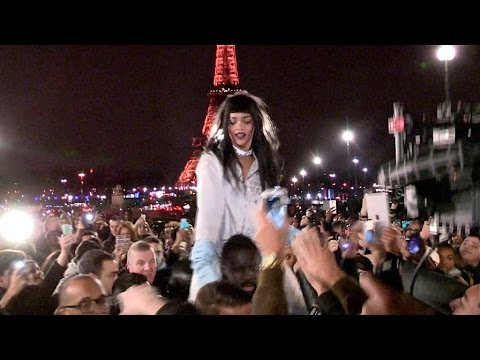 Rihanna Crazy With Fans During Clip Shooting In Paris video
